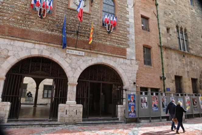 L'hôtel de ville de Perpignan, le 9mars. C'est la première ville à avoir vécu la mise enplace d'un couvre-feu, de 20heures à 6heures, dès le 21mars.