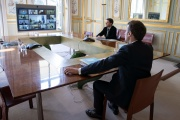 Le président Emmanuel Macron participe au sommet européen par visioconférence, à l'Elysée, le 26 mars 2020.