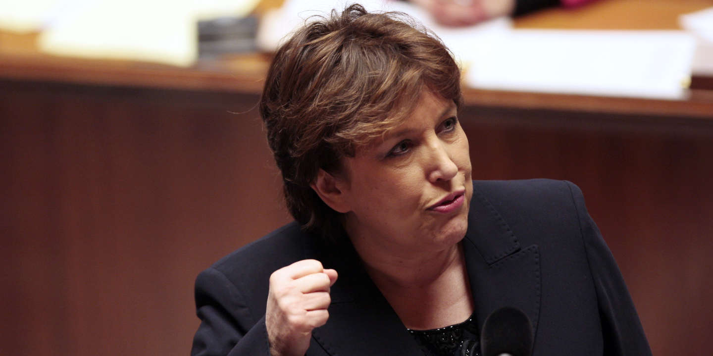 France's Health minister Roselyne Bachelot addresses deputies during a session of questions to the government on January 12, 2010 at the French National  Assembly in Paris.      AFP PHOTO / FRANCOIS GUILLOT (Photo by FRANCOIS GUILLOT / AFP)