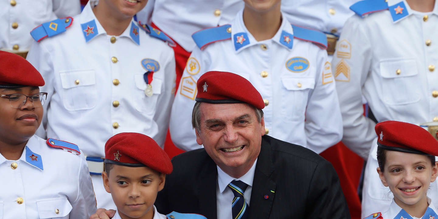 Brazil's President Jair Bolsonaro poses for a picture with students of the military college during an Army Day ceremony, in Brasilia, Brazil April 17, 2019.  REUTERS/Adriano Machado - RC1632BEB010
