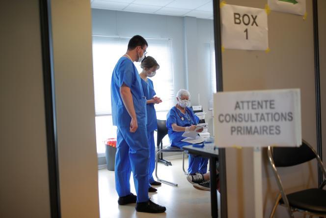 Le personnel médical de l'hôpital de Vannes, où de nombreux réservistes ont été postés, le 20 mars.