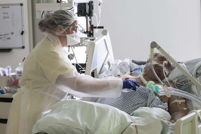 Des patients atteints de coronavirus sont hospitalisés à l'hôpital Louis-Pasteur de Colmar, le 26 mars.