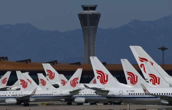 Aéroport de Pékin, le 27 mars.Chaque compagnie aérienne n'est plus autorisée qu'à effectuer un vol par semaine à destination d'un pays étranger.