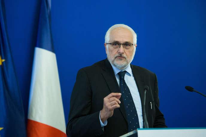Le président d'Avere France Joseph Beretta prononçant un discours sur les véhicules électriques au ministère de l'écologie à Paris, le 28 octobre 2019.