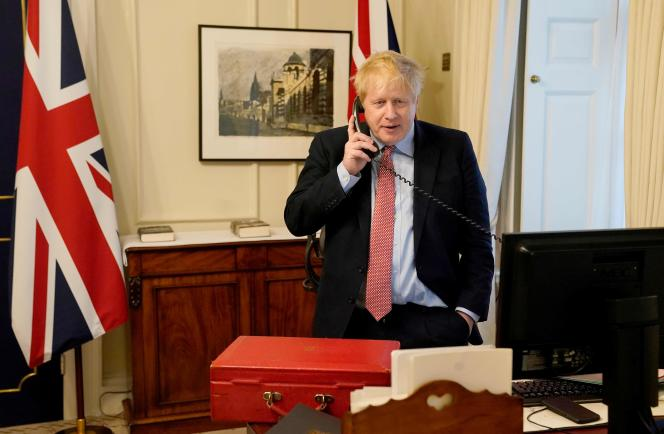 Boris Johnson, le 25 mars, dans son bureau du 10 Downing Street, à Londres.