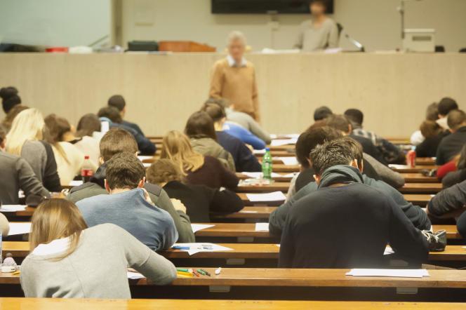 En raison de l'épidémie de Covid-19, les examens du second semestre ne pourront pas se tenir dans des conditions normales à l'université.