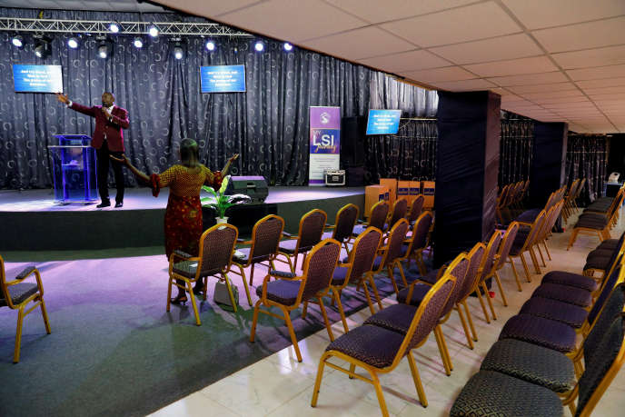 Une messe retransmise en direct à Accra, le 22 mars 2020.