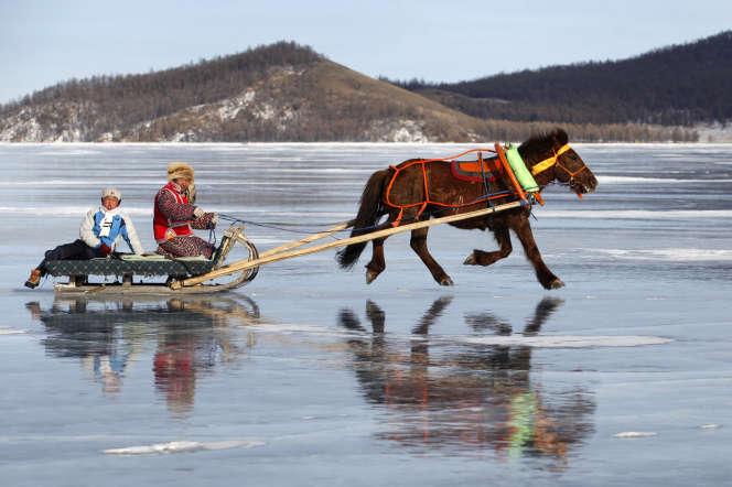 Lors d'une compétitiondu Ice Festival, sur le lac Khuvsgul, en Mongolie, en 2015.