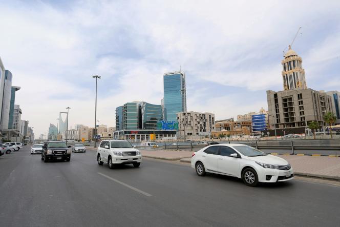 Riyad, le 24 mars, après la levée d'un couvre-feu instauré pour tenter d'enrayer la progression de l'épidémie due au coronavirus en Arabie saoudite.