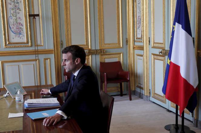 Emmanuel Macron lors d'une visioconférence sur l'épidémie de Covid-19 avec les représentants du G20, à l'Elysée, le 26 mars.
