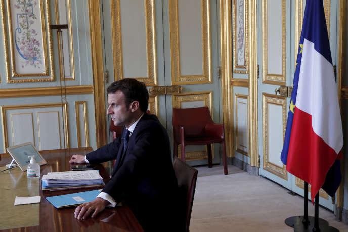 Le président français, Emmanuel Macron, lors d'une visioconférence avec les dirigeants du G20, au palais de l'Elysée le jeudi 26 mars 2020, à Paris.