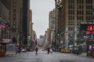 La 7e Avenue de New York quasi déserte, samedi 28 mars, en raison des directives de confinement.