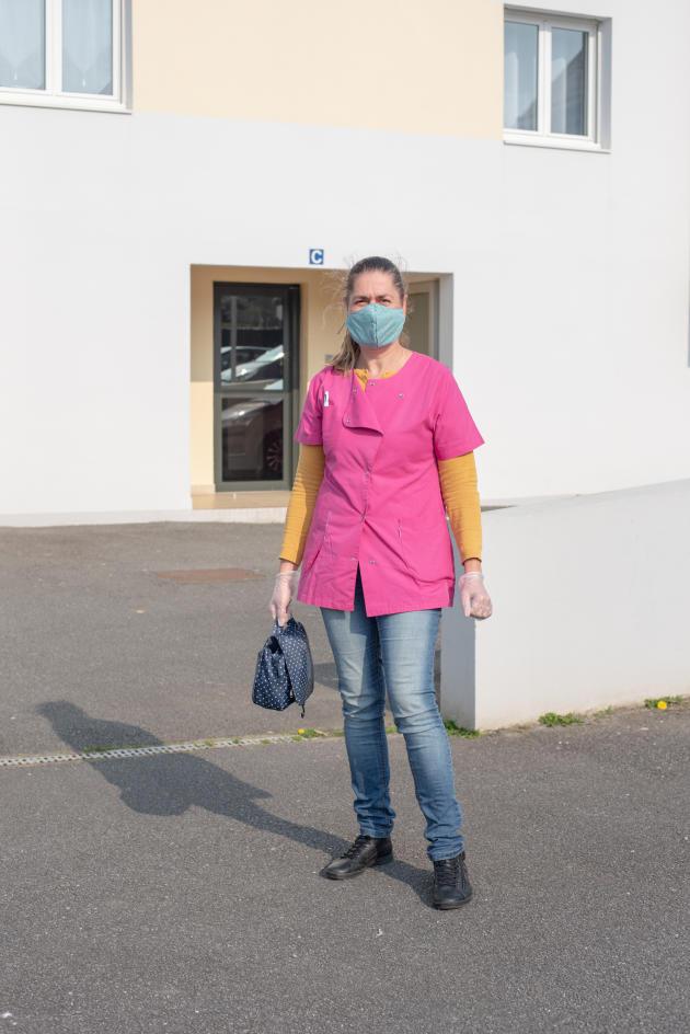 Laure Miny, infirmière libérale au Conquet, le 27 mars. Les infirmières de la commune vont organiser une tournée spéciale Covid-19 avec une voiture prêtée par la mairie.