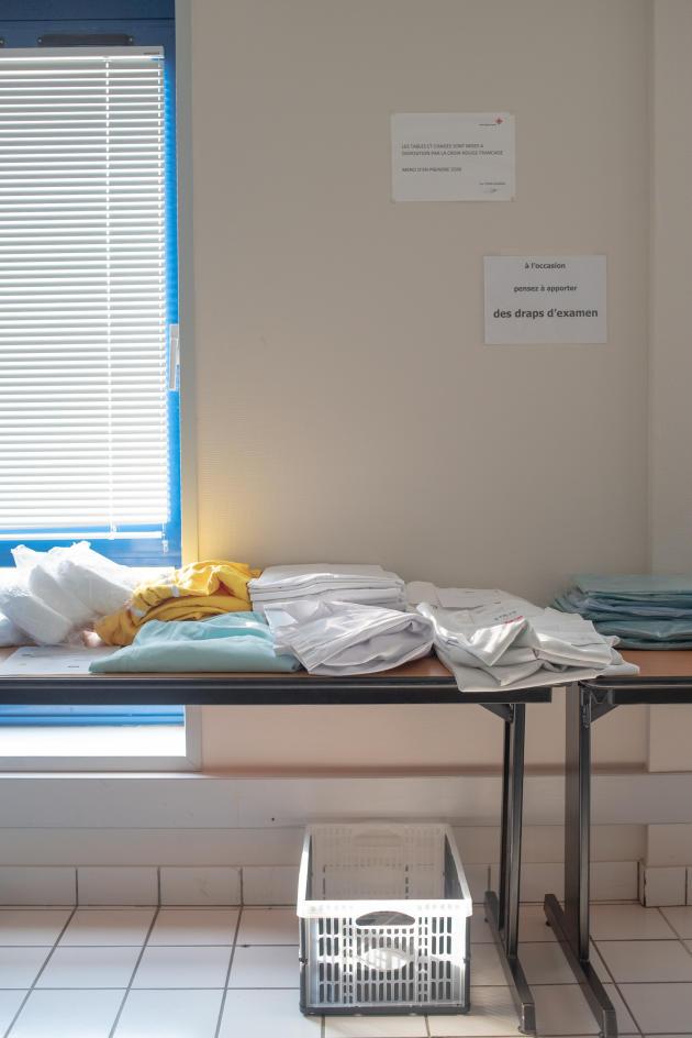 Des blouses et des tenues, toutes issues de dons – Saint-Renan, le 27 mars.