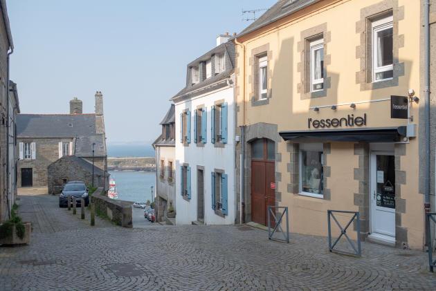 Les rues vides et les commerces fermés du Conquet, le 27 mars.