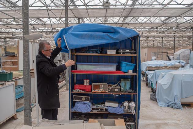 Le matériel médical entreposé chez Samy Zbib– Guilers, le 28 mars.