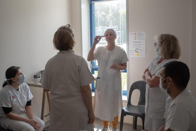 Les soignants contrôlent leur température – Saint-Renan, le 27 mars.