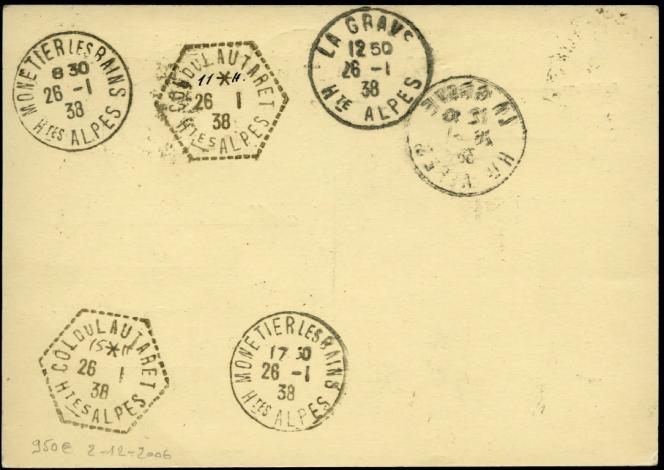 Carte postale transportée en 1938 par traîneau tiré par des chiens entre Le Monétier-les-Bains et la Grave, Cachets de« transit»justifiantl'utilisation de chiens pour le transport du courrier.