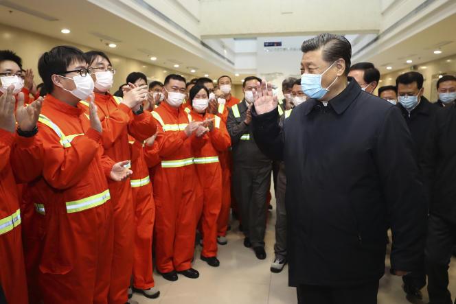 Visite de la zone portuaire par le président XiJinping, à Ningbo-Zhoushan (province du Zhejiang, dans l'est de la Chine), dimanche29mars2020.