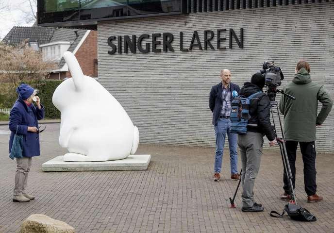 Le directeur général du Musée Singer Laren, Evert van Os, s'exprime devant la presse,le 30 mars, après le vol d'un tableau de Vincent van Gogh.