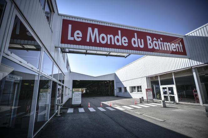 Un magasin de matériel de construction fermé près de Troyes, le 24 mars 2020.
