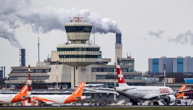 A l'aéroport de Berlin, le 30 mars.