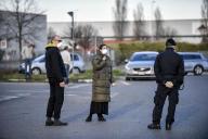 Des contrôles de police à l'entrée de la ville deCasalpusterlengo, dans la province de Lodi, en Lombardie, le 8 mars.