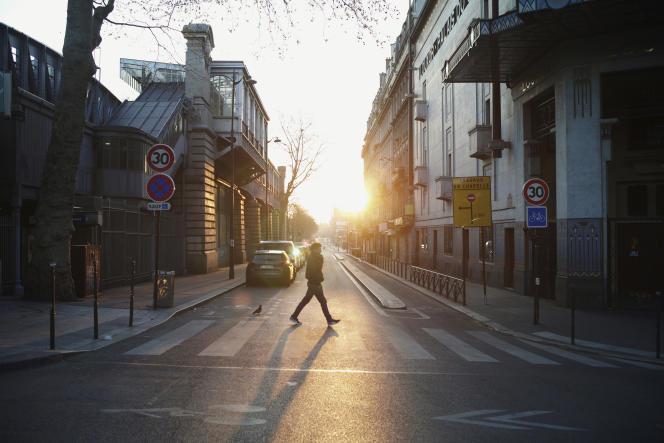 Dans les rues de Paris, mardi 31 mars.