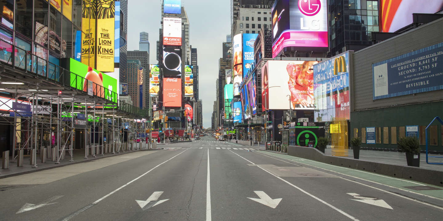 New York City emptied by the Covid19  pandemy , March 30th 2020 . Times Square.