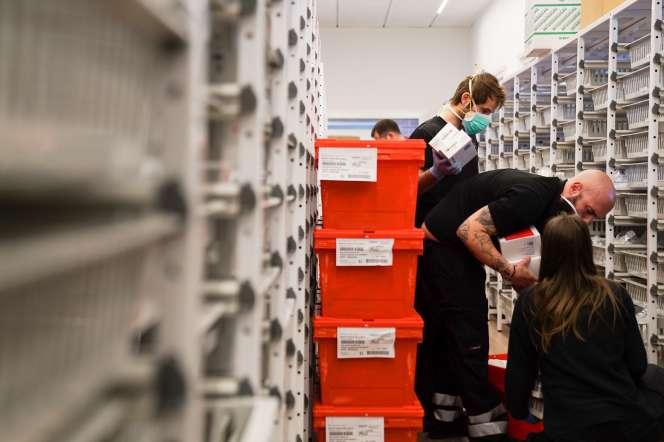 Installation de l'extension de l'hôpital Vall d'Hebron pour les patients atteints de coronavirus à Barcelone, dimanche 29 mars