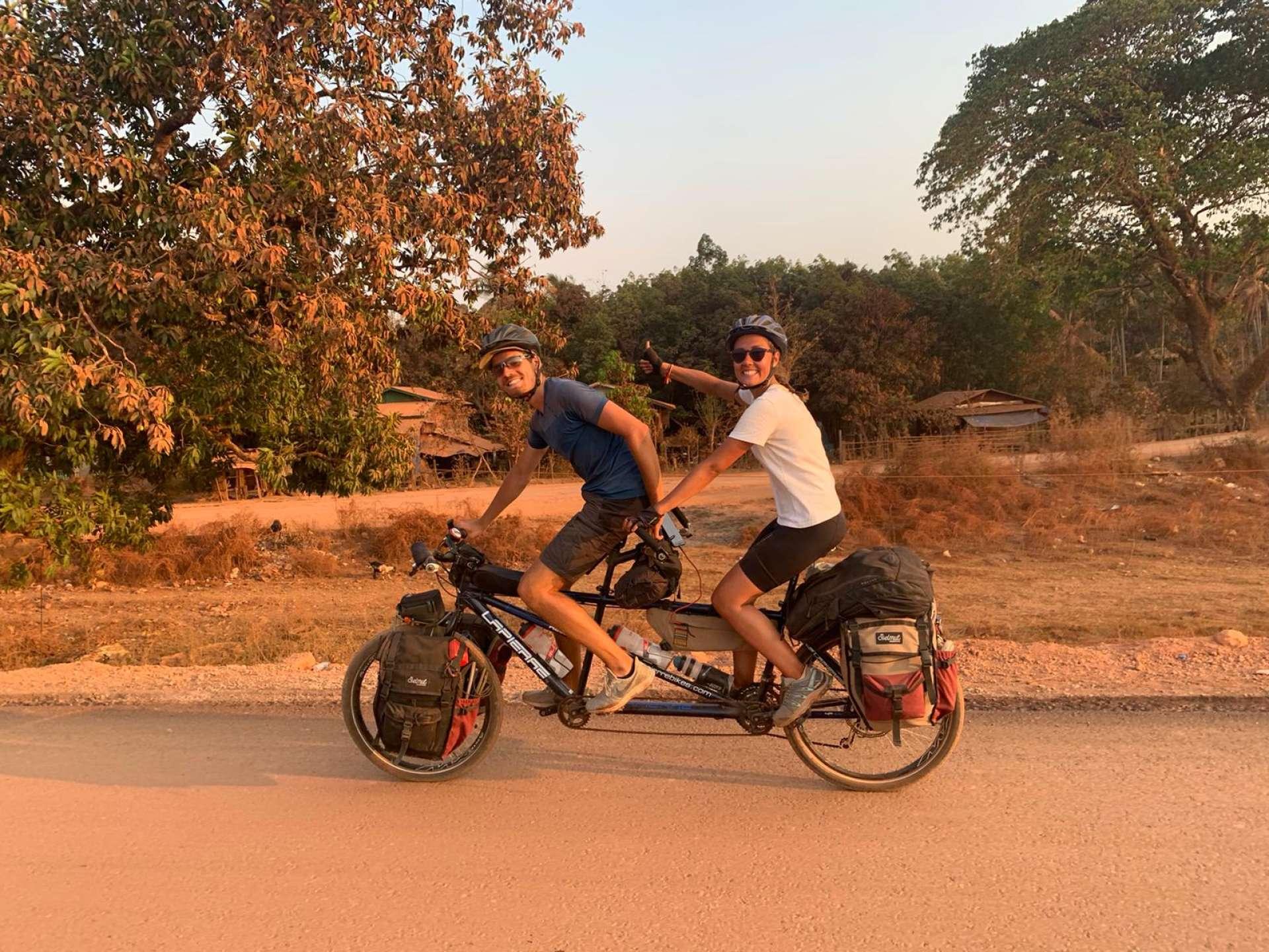 Félicie và Pierre-Alexandre, ở Campuchia.