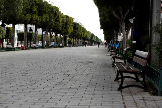 L'avenue Habib-Bourguiba, coeur de Tunis, le 22 mars 2020.