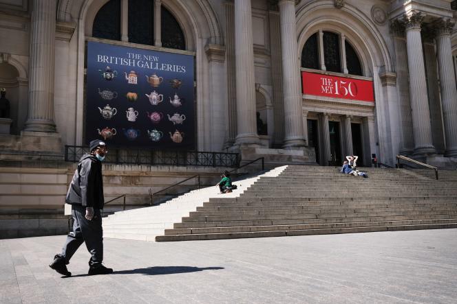 Devant le Metropolitan Museum of Art, à New York, le 1er avril 2020.