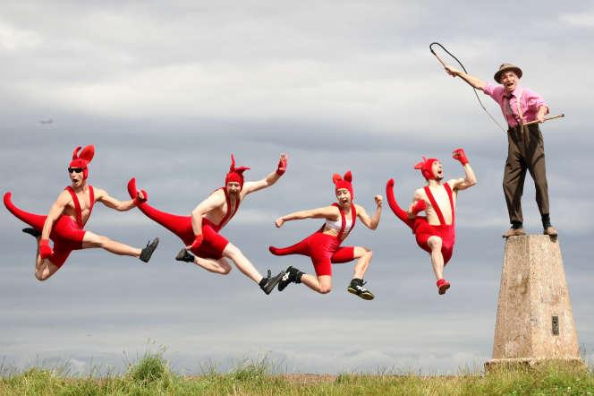 Les Red Kangaroosdu cirque australien Circus Oz, lors du festival Fringe d'Edimbourg (Ecosse), en août 2008.