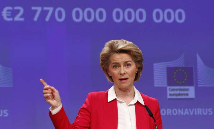 Ursula von der Leyen, présidente de la Commission européenne, au siège de L'Europe à Bruxelles, le 2 avril 2020, présentant les mesures économiques contre le coronavirus.