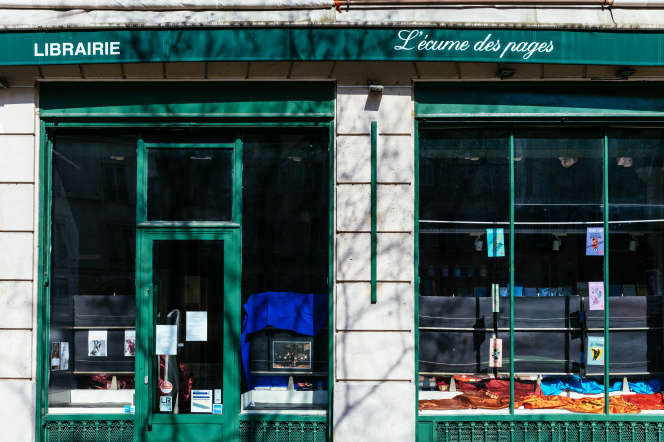 La librairie L'Ecume des pages dans le quartier de Saint-Germain-des-Prés, à Paris, a fermé ses portes, le 18 mars.