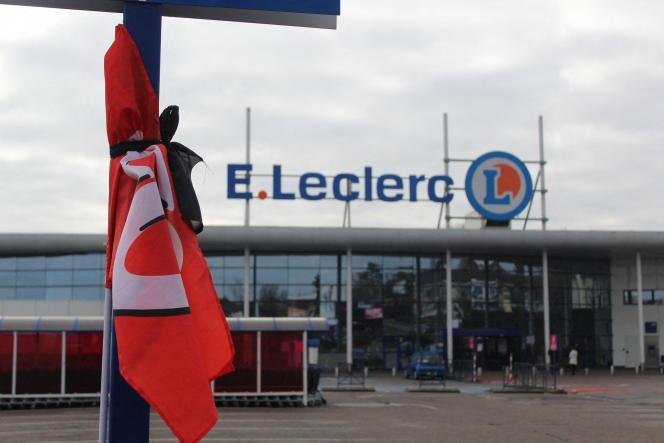 Un hommage est rendu le 11 janvier à Maxime Chery,qui a mis fin à ses jours dans le magasin de Vandoeuvre-lès-Nancy (Meurthe-et-Moselle).