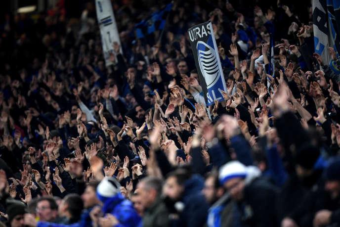 Dans les gradins, lors du match Atalanta-FC Valence, le 19 février, au stade San Siro de Milan, en Italie.