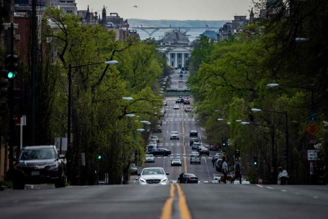 Sur la route qui mène à la Maison Blanche, à Washington, le 1er avril 2020.