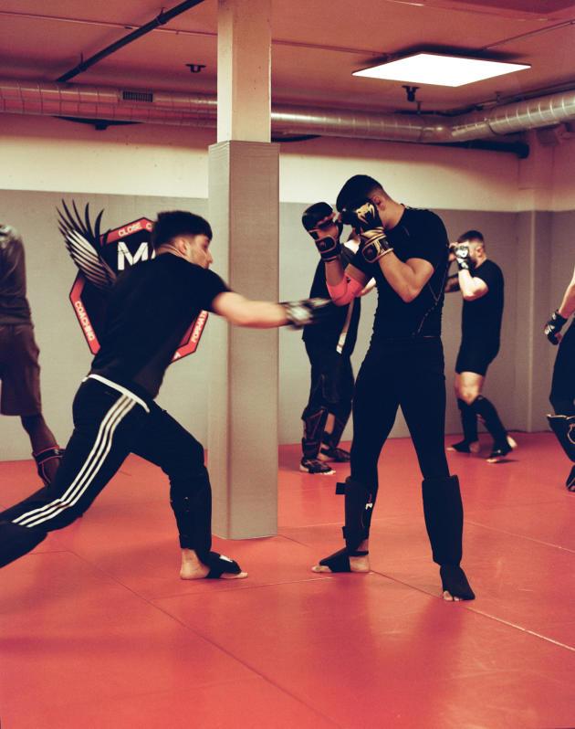Lors d'un entraînement de MMA à la Martial Arts Academy,le 4 mars à Genève.