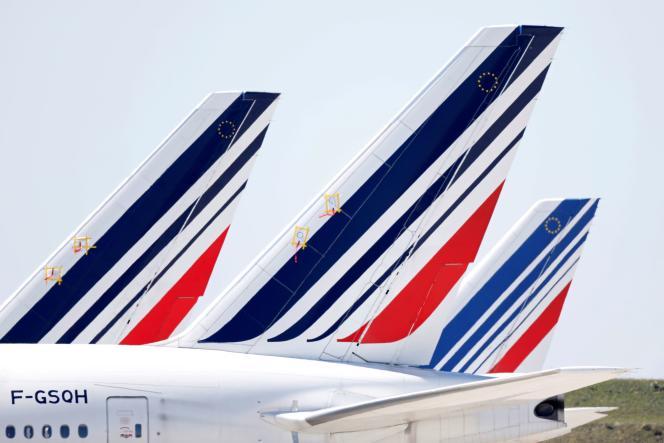 Des avions d'Air France, sur le tarmac, à Roissy-Charles de Gaulle, le 24 mars.