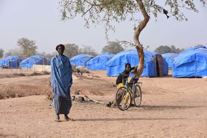 Une femme dans le camp de déplacés de Pissila, au Burkina Faso, en janvier 2020.