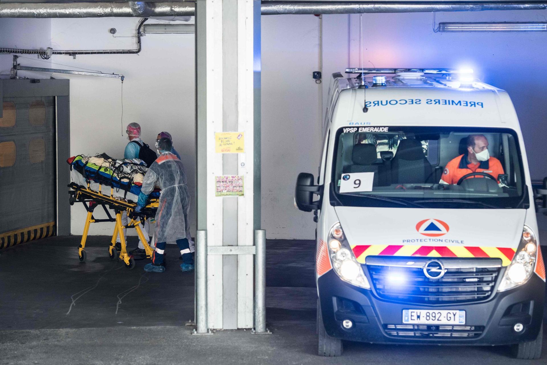 L'accueil des patients et le soutien des équipes a été possible à Rennes car actuellement le CHU n'est pas saturé.