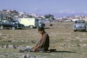 Un homme fait sa prière de l'après-midi à Kaboul (Afghanistan), en 1968.