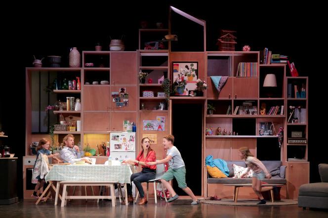 «La Vie trépidante de Brigitte Tornade», disponible en podcast sur France Culture, a également fait l'objet d'une adaptation sur scène au Théâtre Tristan Bernard, à Paris, à l'automne 2019.