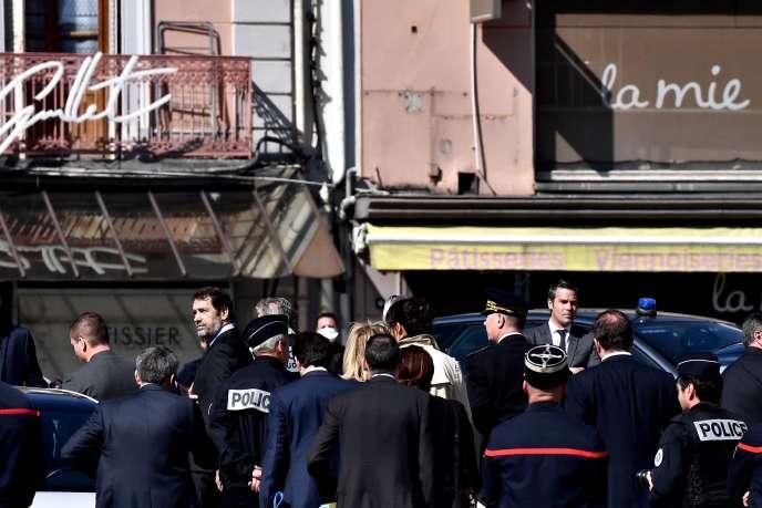Le ministre de l'intérieur, Christophe Castaner, sur les lieux de l'attaque au couteau, à Romans-sur-Isère (Drôme), le 4avril.