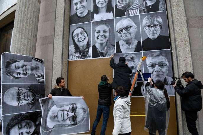 Des militants participent au projet « Inside Out» de l'artiste JR, à la veille de la convention citoyenne pour le climat, le 5 mars à Paris.