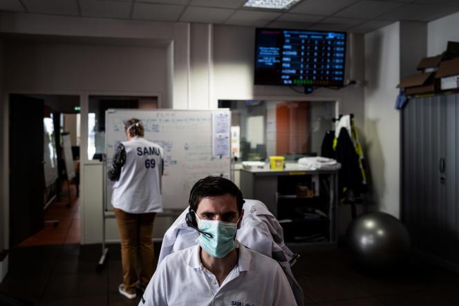 Centre d'appel du Samu à l'hôpital Edouard-Herriot de Lyon, le 19 mars.