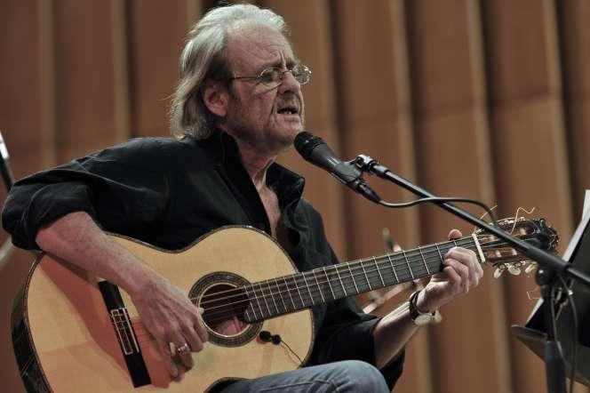 Le chanteur Luis Eduardo Aute en concert à La Havane, en décembre 2008.