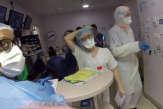 «Tout le monde est au charbon»: avec une équipe de réanimationde la clinique Ambroise-Paré, à Neuilly-sur-Seine